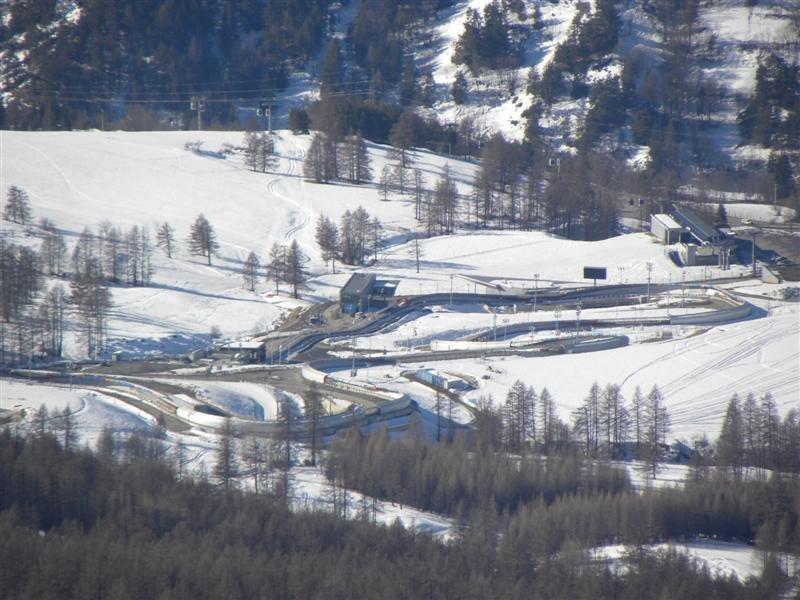 La pista de bobsleigh des del Monte Fraiteve