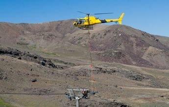 Sierra Nevada usa un helicóptero para la revisión de sus remontes