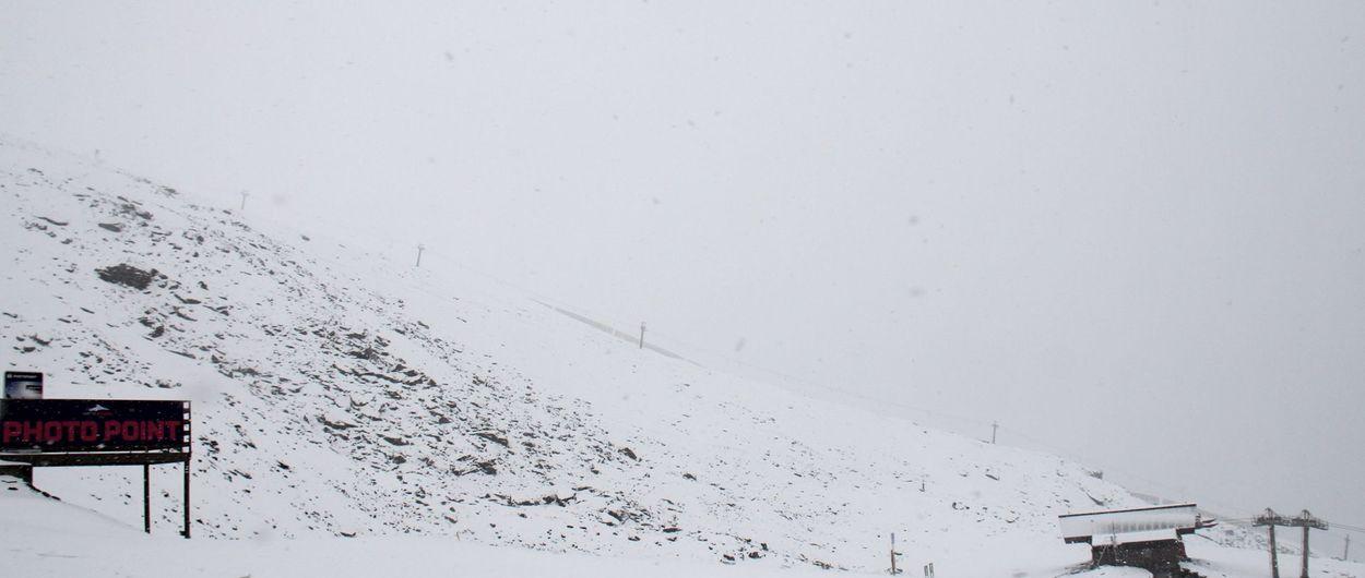 Sierra Nevada recibe su primera nevada intensa del otoño