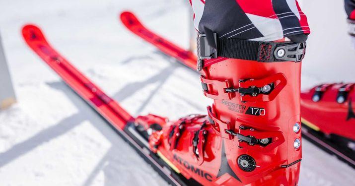Esta es la versión 'turista' de los esquís y botas Atomic de Copa del Mundo