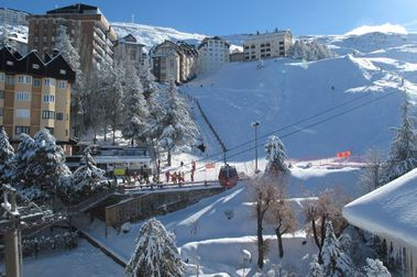 Sierra Nevada supera los 90 kms esquiables y alcanza los 2 metros de nieve