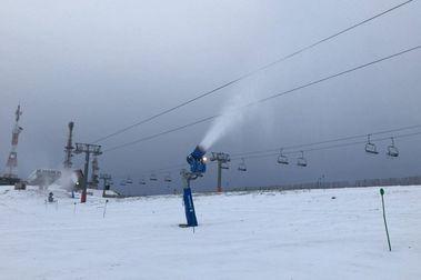 Manzaneda abrirá este fin de semana los remontes también para esquiadores