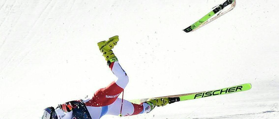 Feuz vence un vertiginoso Kitzbuhel tras una durísima caida de Kryenbuehl