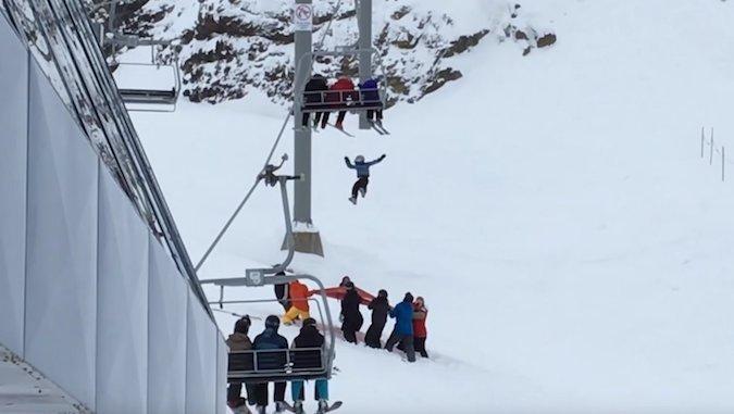 Niño se salva de gran caída en Whistler