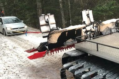 Atascados en coche en una pista de esquí cuando querían eludir a la policía