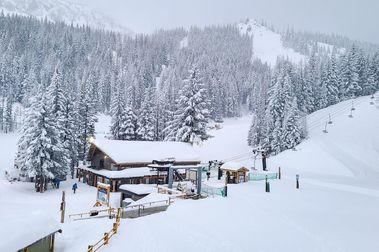 La tendencia en Estados Unidos a estaciones de esquí más pequeñas y/o sin aglomeraciones