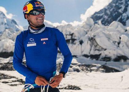Andzrej Bargiel es el primer hombre en bajar esquiando el K2