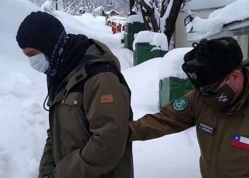 Carabineros detiene a cinco snowboardistas en camino a Valle Nevado