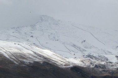 Llega la nieve a Sierra Nevada