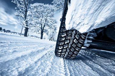 ¿Vale la pena llevar neumáticos de invierno?