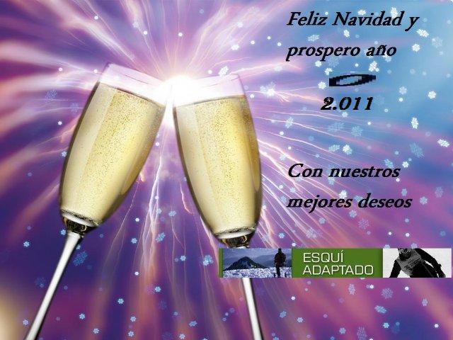 Fotografía de dos copas de champan en un brindis con el escrito, Feliz navidad y prospero año 2011, con nuestros mejores deseos, Esquí Adaptado