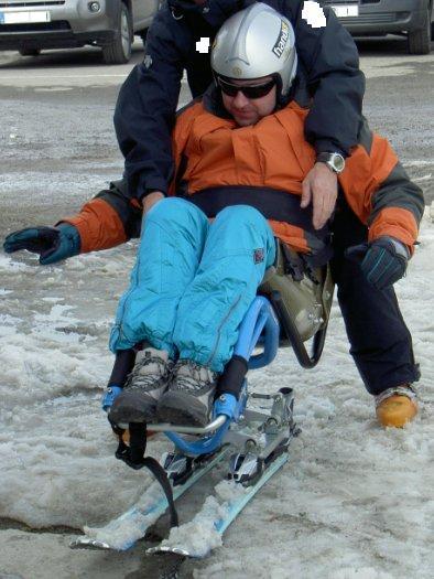 Fotografía de Josué Moran en su primera clase con dual-esquí
