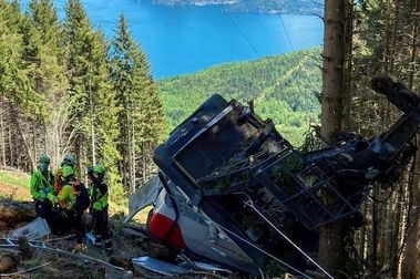 Caída de teleférico deja catorce muertos en centro de ski italiano