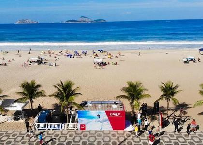 Chile lleva nieve a playa de Río de Janeiro