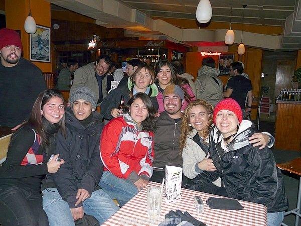 Amigos posando para nevasport