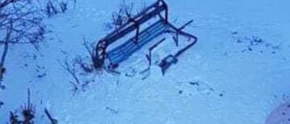 El viento tira la silla de un remonte en Thredbo (Australia)