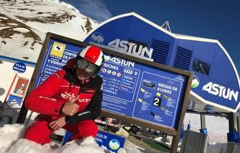 Se pasan 24 horas esquiando en Astún tratando de lograr un récord