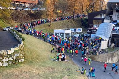 Escándalo en Italia al repetirse en Cervinia las largas colas de esquiadores