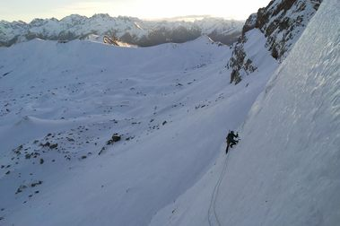 """Invernal a la Cara Norte de la Pala de Ip, Vía """"Ursi"""" (700m, M6, 90º)"""