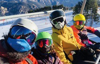 Todo lo que necesitas saber para esquiar con niños