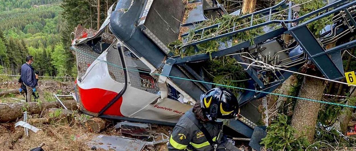 Detenidos por homicidio el dueño y dos empleados del teleférico que cayó en Italia
