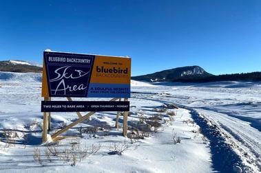 Bluebird Backcountry: la estación de esquí que se puede mover de montaña cada invierno
