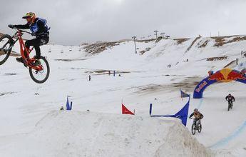 Increíble carrera de MTB en el Snow park de La Parva