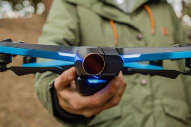 Skydio 2: el dron autónomo que te sigue mientras esquias