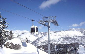 Ax pide que no vayan esquiadores tras la avería de su telecabina