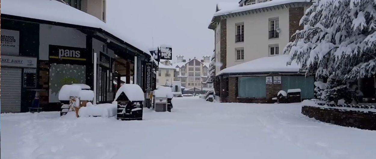 Sierra Nevada ya tiene nieve y está preparada para abrir su temporada de esquí