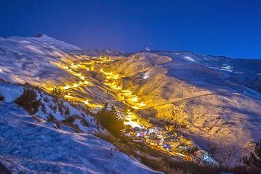 Sierra Nevada inaugura este sábado la actividad de esquí nocturno