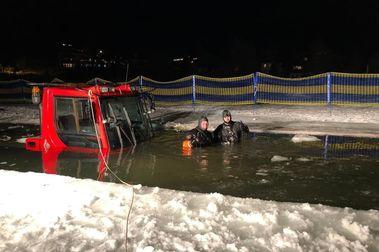 Rescatan una pisapistas de un lago en la estación de esquí de Heidi Alm