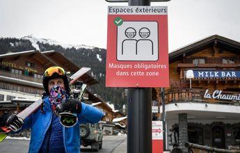 Cientos de turistas británicos huyen de noche de la estación de esquí de Verbier