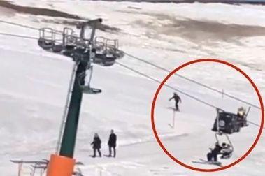 Entra con su auto hasta la mitad de un centro de ski
