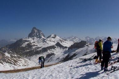 Esquí de travesía por la zona de Astún 9/4/2011