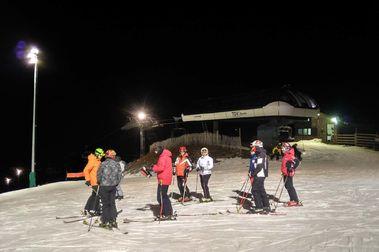 Más de 70 kms para esquiar en Alp 2500 de día y... 10 km de noche!