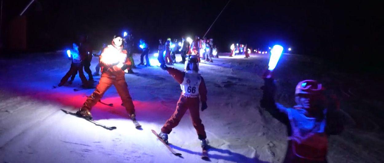 Antorchas, esquí nocturno, chocolate y vino caliente