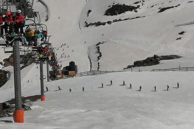 Desigual situación en las dos estaciones de esquí de Asturias
