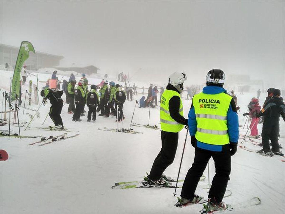Policia Adscrita a Aragon esqui
