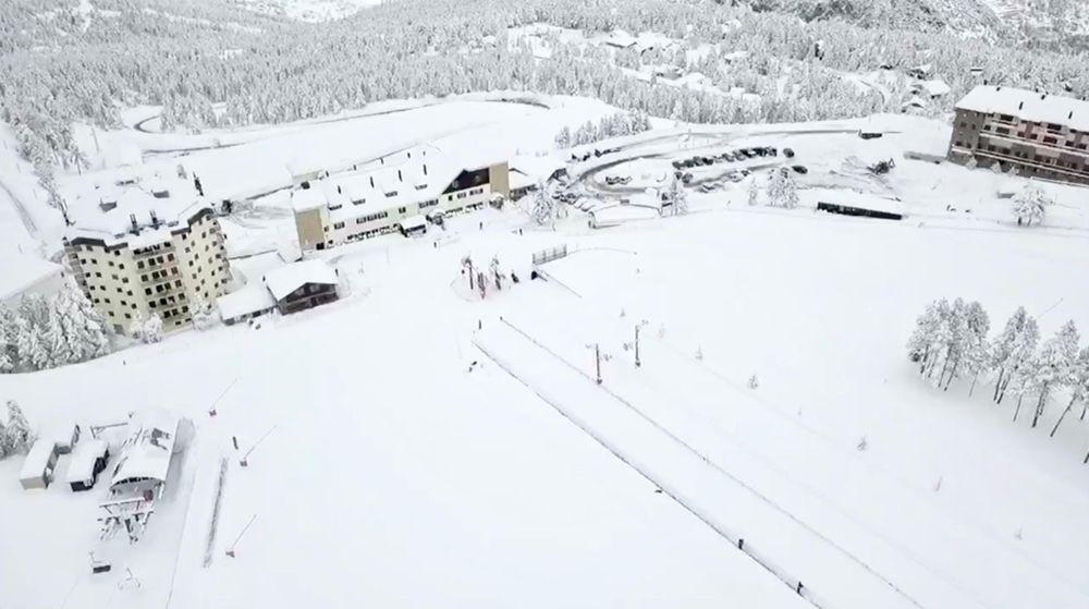 Vista aérea de la zona Hostal. Foto de SkiPowderLovers.