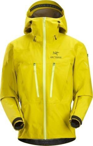 SV de Arcteryx ha ganado en la categoría \u201cRopa Outdoor\u201d, mientras que la chaqueta Vassi de Haglöfs ha sido premiada en la categoría \u201cRopa Action\u201d.