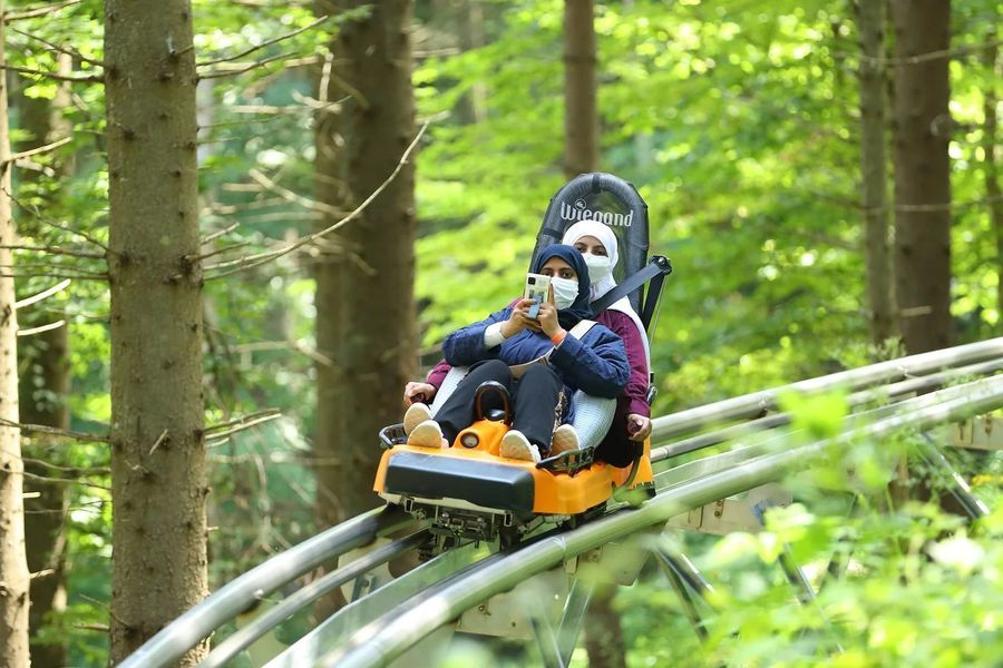 Hiyab en un Alpine Coaster