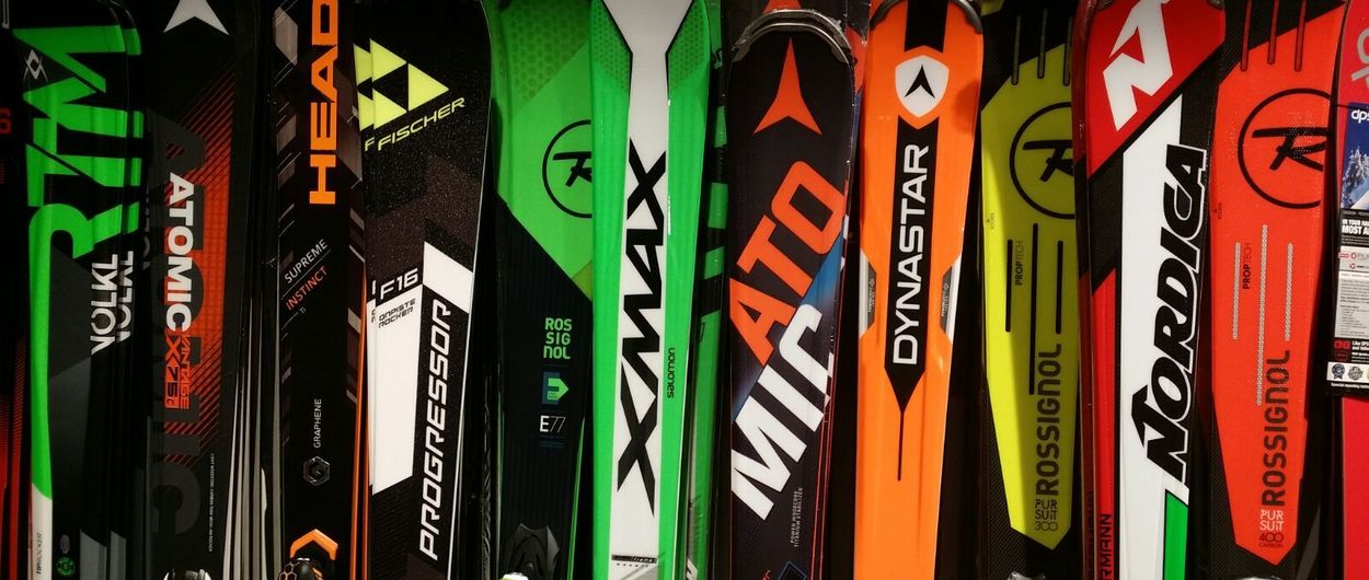 ¿Por qué ese diseño de un patrocinado equipo de F1 en los esquís?