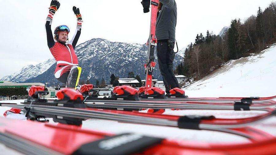 Ski test atomic