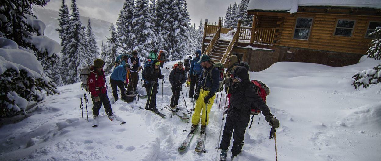 Los peligros del esquí de montaña cuando se están montando las estaciones