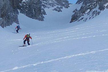 ¿Cómo esquís, fijaciones y botas afecta nuestra seguridad en la montaña?
