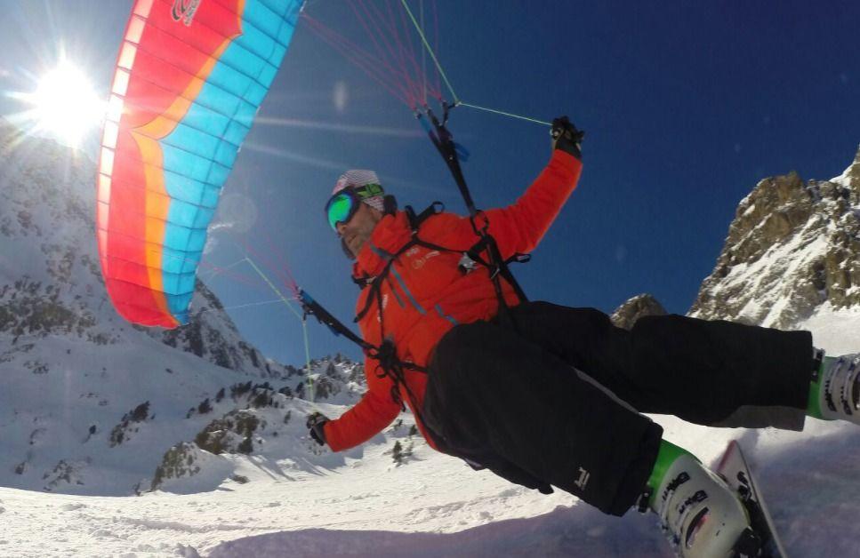 Parapente y esquí, emoción asegurada en Arcalís.