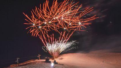Antorchas y fuegos artificiales iluminaron La Parva
